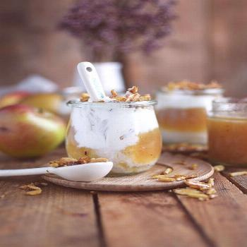 Applesauce with cinnamon cream and caramel almonds ⋆ crunchy parlor -  applesauce-with-cinnamon-c