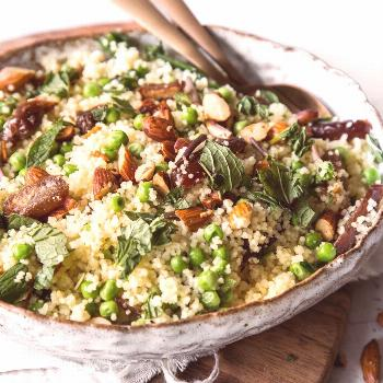 Couscous with dates, almonds and mint -  Hearty, sweet, fresh, fluffy, crispy – in the star kitch