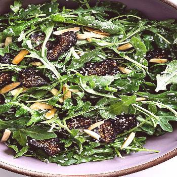 The simplest five-minute arugula salad recipe with figs and toasted almonds. Easy enough for weekni