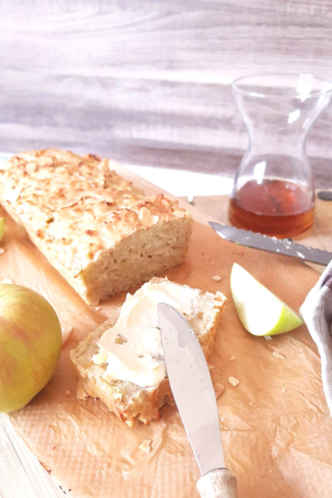 All about the apple - apple bread with almonds and other recipes -  bread with almonds. The bread t