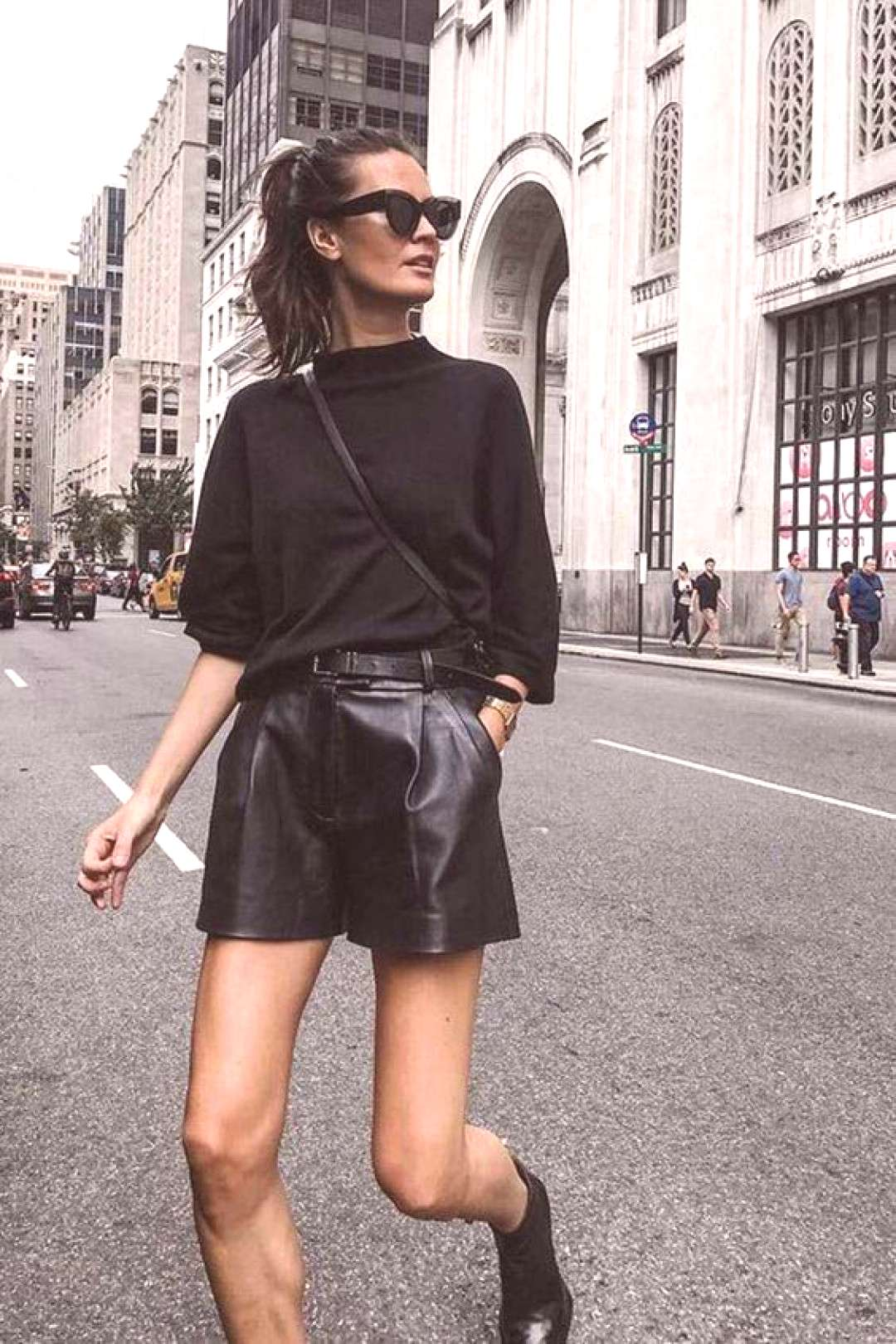 All black outfit / Street style fashion / fashion week  / Pinterest: @fromluxewithlove