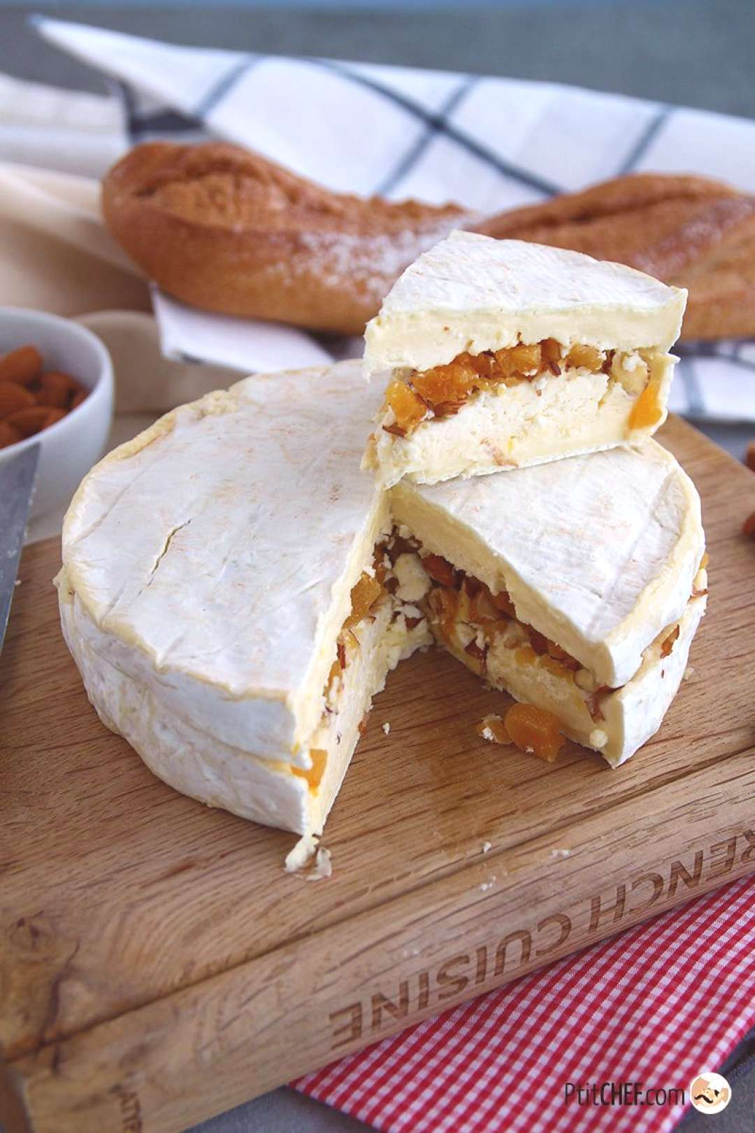 Brie stuffed with apricots and almonds, Ptitchef recipe - -