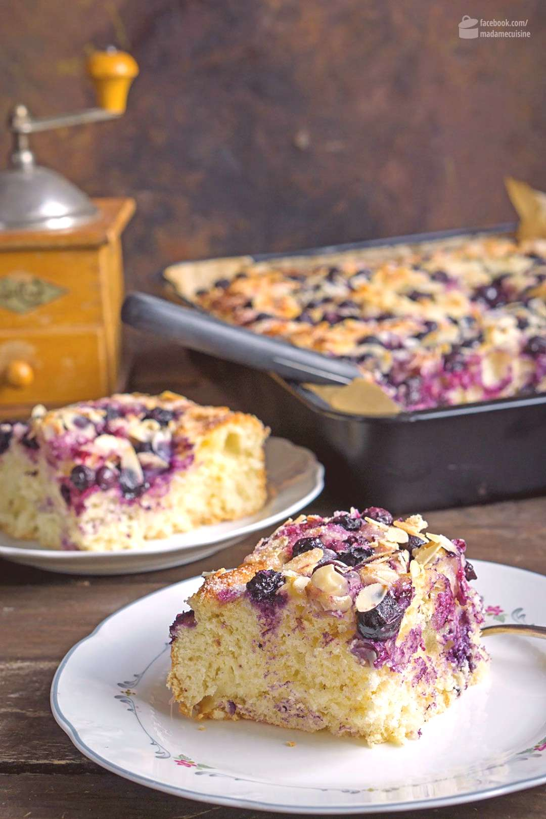 Butter cake with blueberries and flaked almonds - Madame Cuisine -  Butter cake with blueberries an