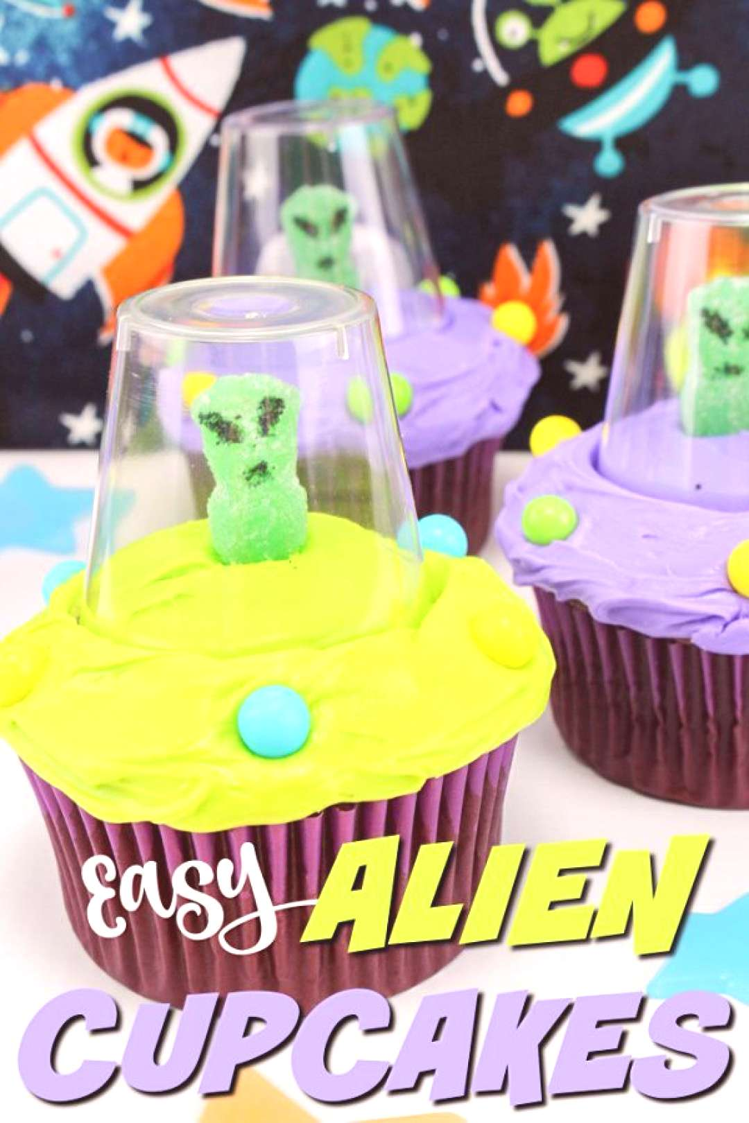 I can't believe how easy these adorable alien cupcakes are to make! So cute!!