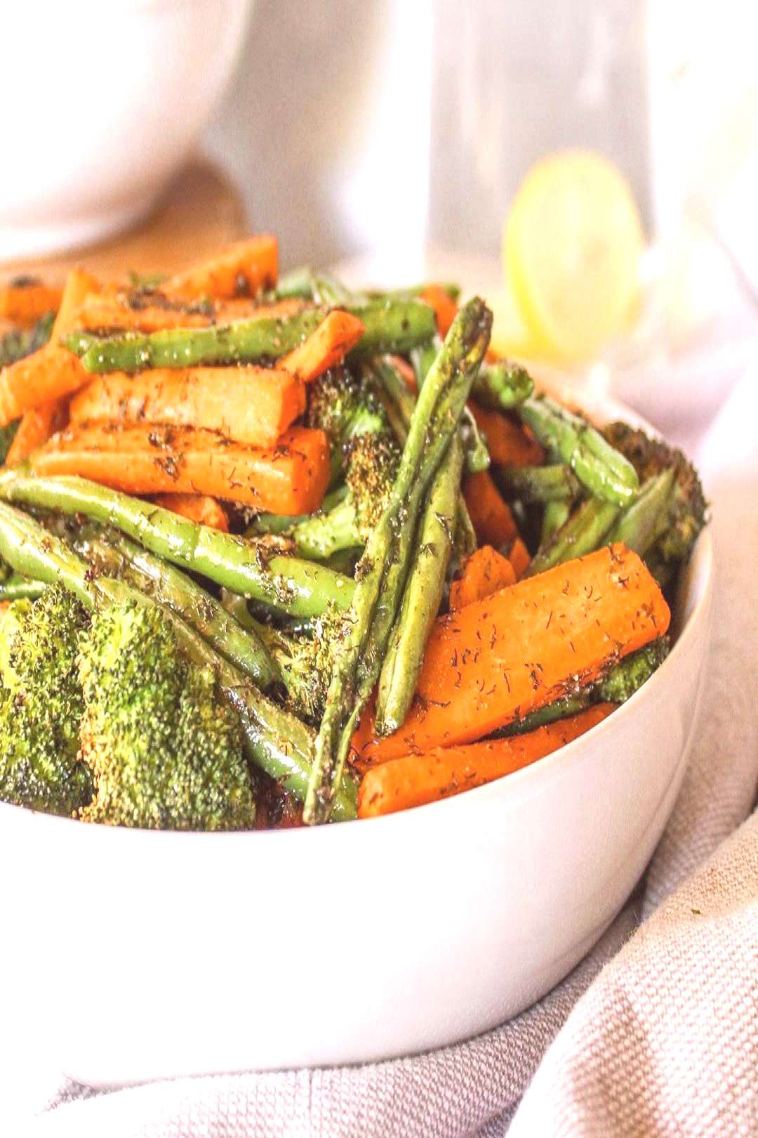 Its time to start thinking about holiday meals and these ROASTED RANCH VEGGIES are a Thanksgiving m