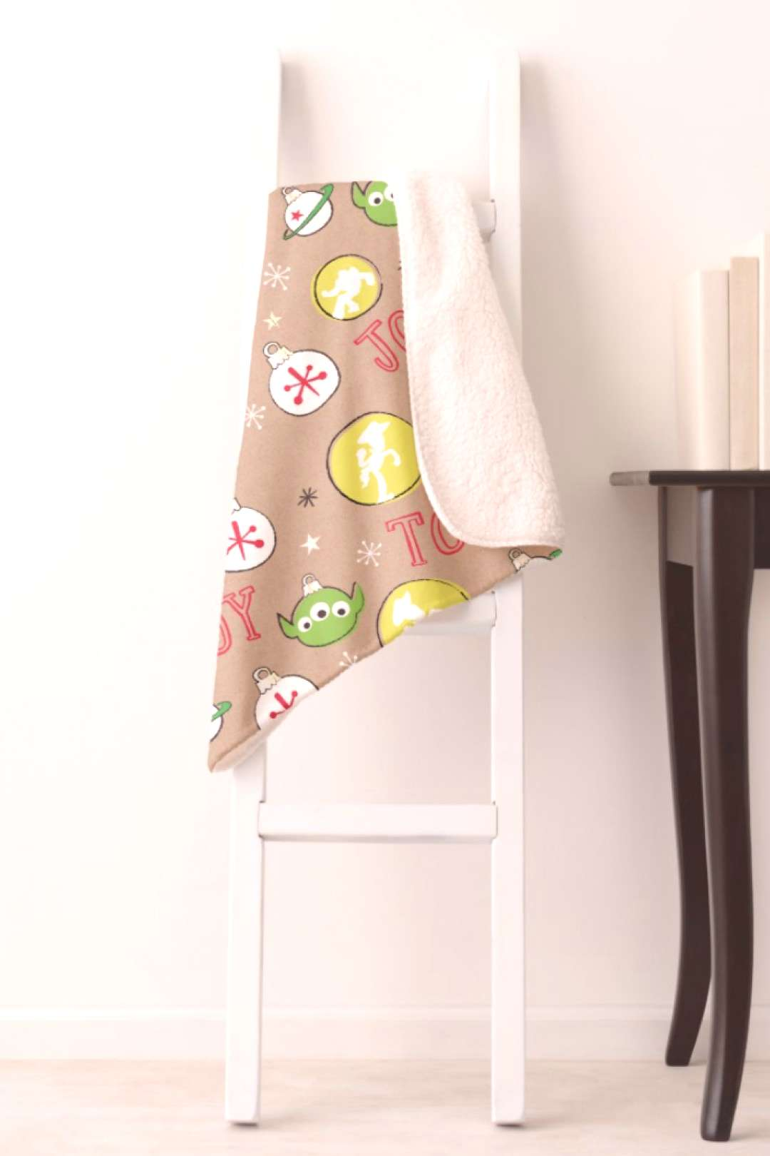 Toy Story Christmas Aliens Peace Joy Toy Sherpa Blanket | Toy Story Gifts#aliens